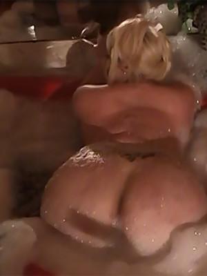 Chubby ts woman Monica Richard in the bathtub
